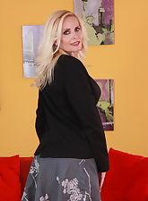 Hot Blonde herself