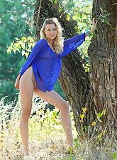 Lisa Dawn flaunts