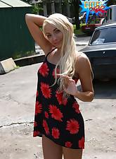 Blondie does parking